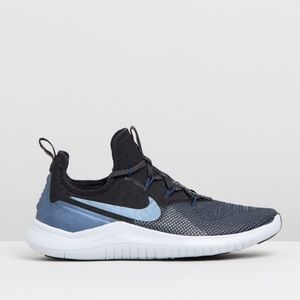 🥏Nike Comfy Free TR 8 🥏New In a box -price Firm